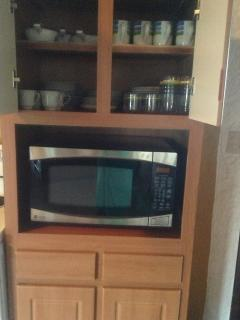 microwave, fully equipped kitchen