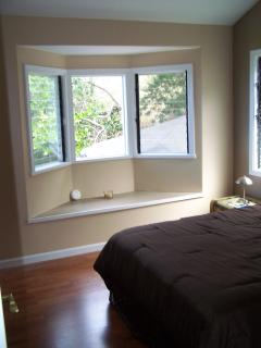 2nd guest bedroom with bay window to oceanview