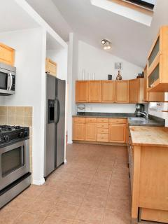 Kitchen, high ceilings, top appliances, plenty of counter space, sky lights