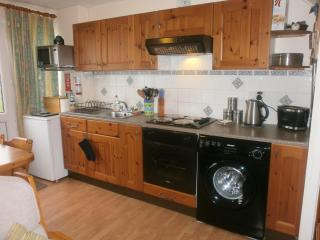 2 bedroom self catering holiday home, nearby beach, Pembroke