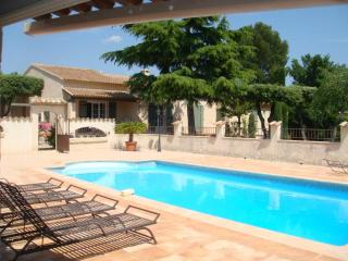 Beautiful villa + pool for  holidays by AVIGNON
