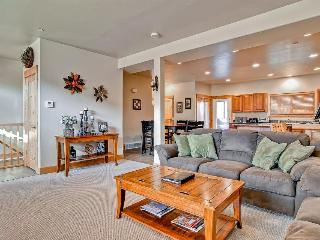 Home w/private hot tub, shared pool & fitness center, Park City