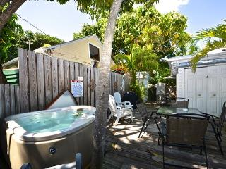 Deckside Suite - Studio w/ Shared Hot Tub Steps To Duval St, Key West