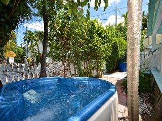 Porchside Paradise - Private Porch & Hot Tub 1/2 Block To Duval St., Key West