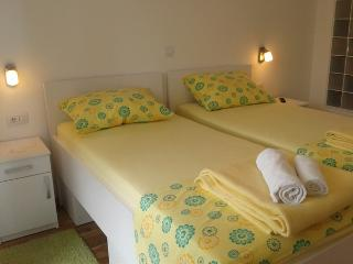 STUDIO WITH HIGH BEDS, SEA VIEW  IN HOUSE S.B., Dubrovnik