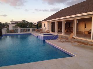 Beautiful 2 bed apt. in gated community with pools, Saint Peter Parish