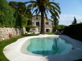 Beautiful renovated mas with seaview in Mougins