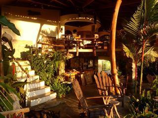 Open lucht wonen in regenwoud - gescreend slaapkamers