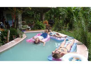 Ontspannen in onze zwembad-lente gevoed-