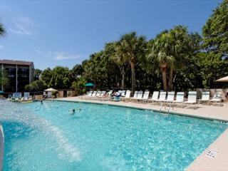 Island Club 3202, 2 Bedroom, Oceanfront View, Pool, Walk to Beach, Sleeps 6, Hilton Head
