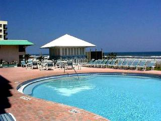 *** $1100 /2BR-2BA July 4th week on the beach ***, New Smyrna Beach