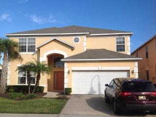 LUXURY 6 BR/4.5 BA VILLA CLOSE TO DISNEY, SEA WORLD, AND UNIVERSAL STUDIOS WIFI, Kissimmee