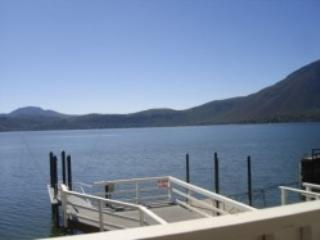 Clearlake Lakefront Vacation Rental dock & beach