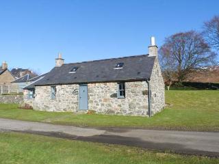 THE BOTHY, woodburner, pet-friendly, romantic cottage near Edzell, Ref. 22711