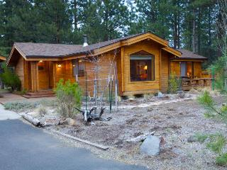 2BR home w/resort attractions; private hot tub & fenced yard, Sisters