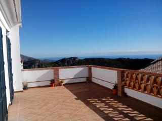 Holiday Apartment with views in Casares