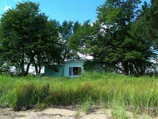 2 Bedroom Cottage for rent -Private, Pretty, Shediac