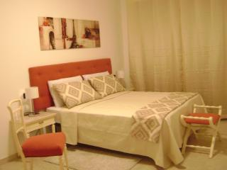 Scarlet room at Sun&Sardinia B&B -just 10 minutes from airport and Poetto beach