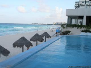 Spacious Condominium Prime Beachfront, Cancun