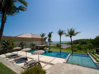 Villa Mary: Luxury beachfront villa, Canggu
