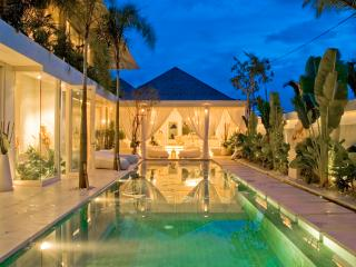 4 bedroom luxury by the beach, canggu;