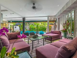 4 Bedroom in Sophisticated Seminyak Close to TheBeach