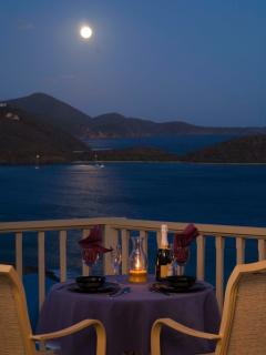 Romantic Champagne Sip for 2 under the Full Moon