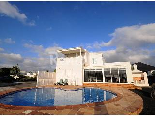 LUXURY VILLA WITH PRIVATE SWIMMINGPOOL/GARDENS AND, Conil