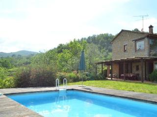 Villa with private garden and pool, Aramo