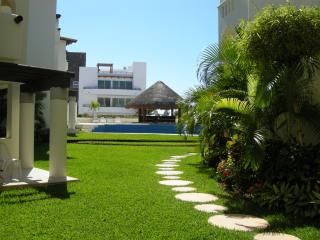 Charming 2BR Apartment, 2 blocks from the beach T3, Playa del Carmen