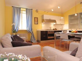 Large Apartment  walking distance from centre, Lazise