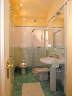Cansignorio apartment bathroom