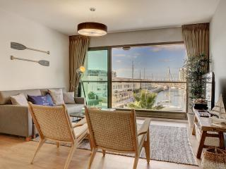 LUXURY 5* apt. 50m from the beach!, Herzliya