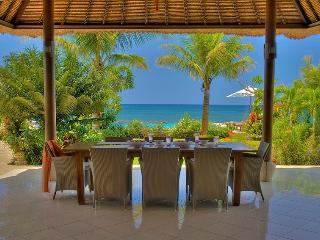 Amazing beachvilla, first diner and all breakfasts included. Full staff. Pool.