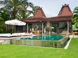 Shalimar Cantik, 2 bedroom beachfront luxury villa, Canggu
