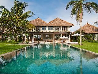 Shalimar: Beachfront luxury villa/ 6 BDR, Canggu