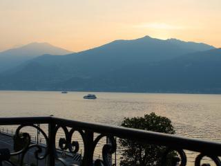 Waterfront Design Apartment Cadenabbia Lake Como, Griante