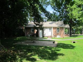 3 BR home great Nhood near UNCG, Coliseum,downtown