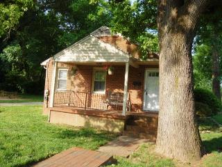 3 BR home great Nhood near UNCG, Coliseum,downtown, Greensboro