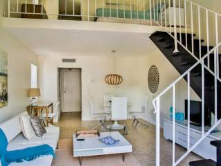 Key Biscayne 1 Bdrm loft Close to the Ocean^