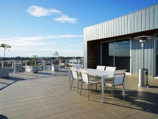 Jewell 408 - Boutique Accommodation + Sky Terrace, Brunswick
