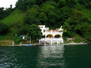 10% DISCOUNT Jun-Oct - 3 Bed, Lake-Front Vac Rental San Marcos Lake Atitlan