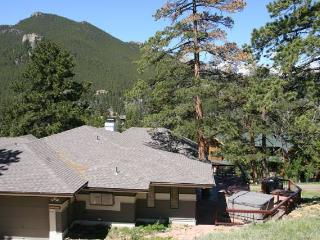 The Meyer at Windcliff: Panoramic RMNP Views, Hot Tub, Walk to Park, Wildlife, Estes Park