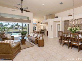 Expansive Floor Plan, 13' Ceilings ....