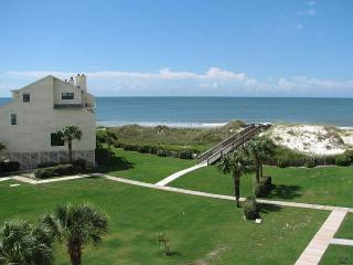 Great condo in a gated community with a large size community pool!!, Port Saint Joe