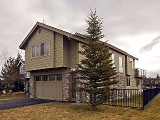 Cheerful Tahoe Keys home- double boat dock, private hot tub, pool table