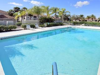 Venice Florida, affordable 2 bedroom condo near Venice beach with pool