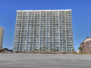 Great Oceanfront condo- 4 TVs, Lazy river, indoor pool, hot tub, picnic area, North Myrtle Beach