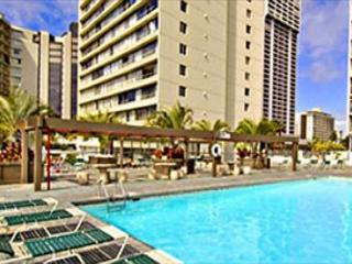 Island Colony 915-Budget Friendly with Pool View!, Honolulu