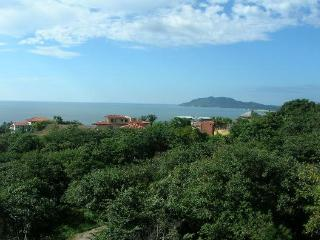 Amazing 180 view from the Tamarindo penthouse!